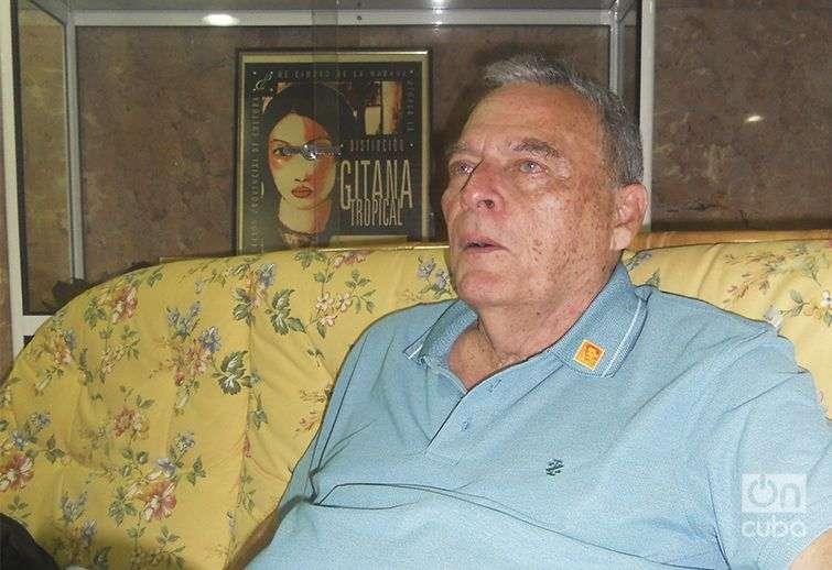 Antonio Gianotti, un cubarriqueño apasionado de los sellos y los sobres que le recuerdan a su Patria / Foto: Gabriela Fernández