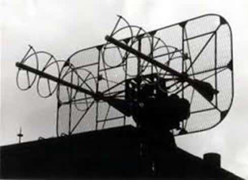 Detalle de la Antena Helicoidal Doble que seguía al Satélite Meteorológico a lo largo de la órbita para recibir su señal.