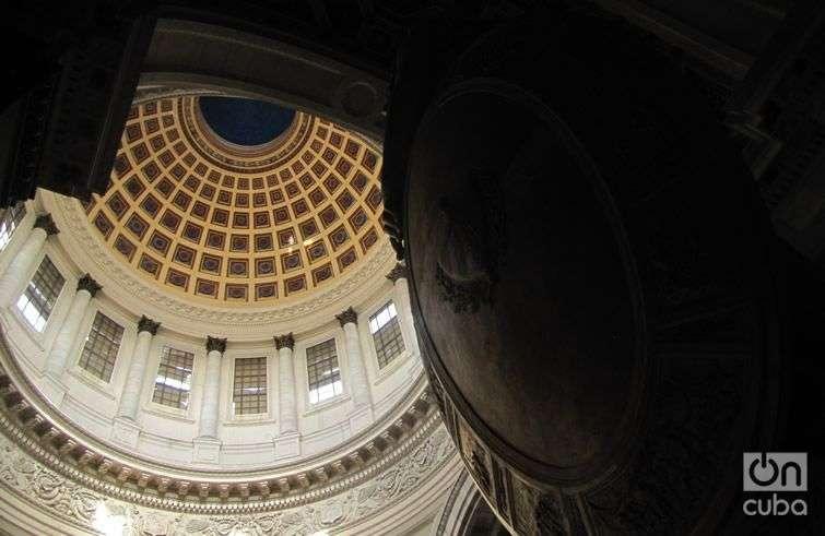 Vista interior de la cúpula del Capitolio de La Habana. Foto: Lidia Hernández.