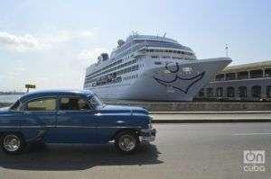 El crucero Adonia, de Carnival, en La Habana. Foto: Marita Pérez Díaz / Archivo.