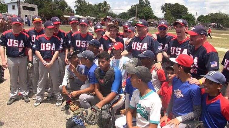 Durante la visita del equipo norteamericano a Holguín. Foto: Fox61