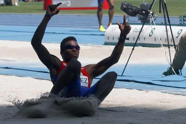 Leonel Suárez de Cuba, salto largo en decatlón. Foto: Roberto Morejón / JIT