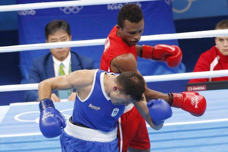 Lázaro Álvarez (rojo) de Cuba, se enfrenta a Carmine Tommasone (azul) de Italia, en las preliminares de la categoría de los 60 Kg del boxeo de los Juegos Olímpicos de Río de Janeiro, en el Pabellón 6 de Riocentro, en Barra de Tijuca, Brasil, el 9 de agosto de 2016. JIT FOTO/Roberto MOREJON