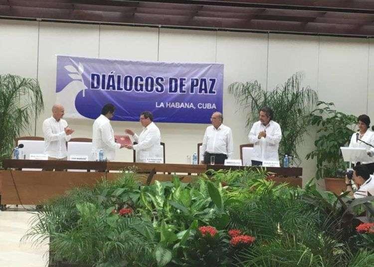 Ayer en La Habana, se cerró el capítulo cubano de la paz colombiana.