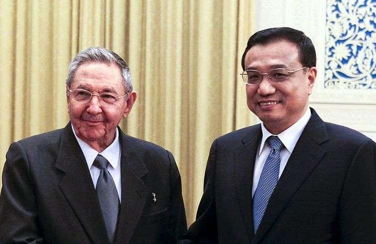 Raúl Castro y Li Keqiang en julio de 2012, durante la visita a China del presidente cubano. Foto: Getty Images.