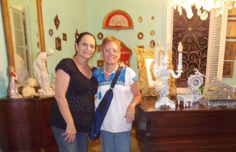La autora con Beatriz Márquez.