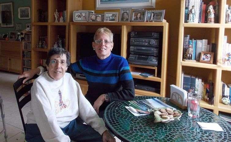 La autora con Ela OFarrill en México.