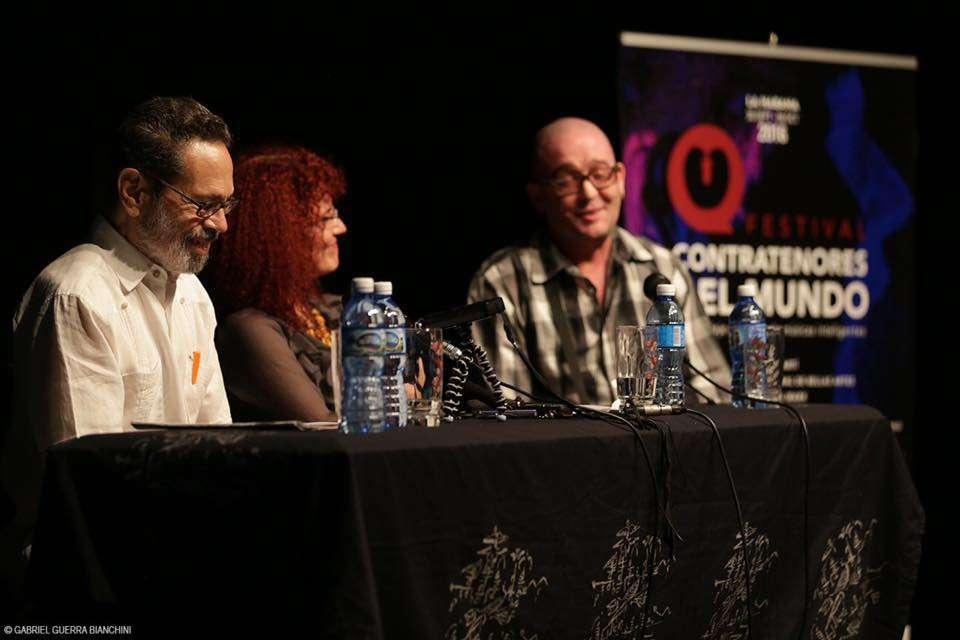 El maestro Leo Brouwer, Isabelle Hernández y Rigoberto Ferrera. Foto: Gabriel Guerra Bianchini.