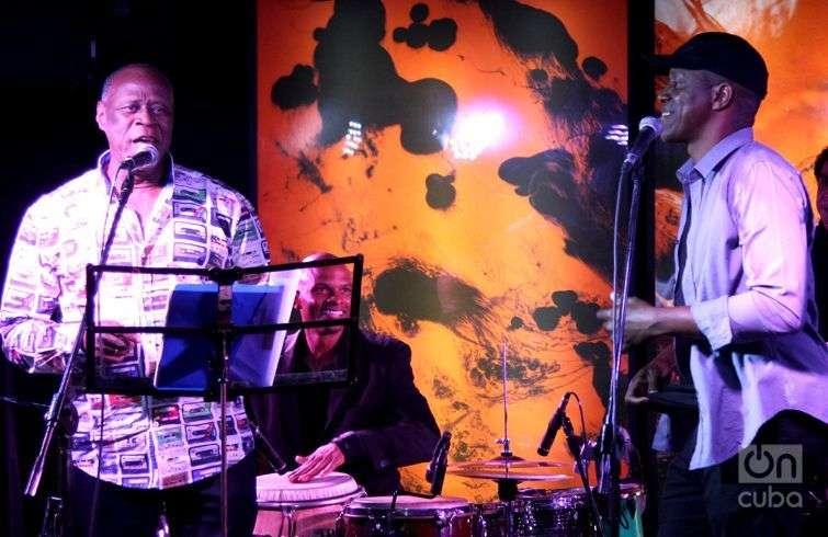 Johnny Ventura y Tony Ávila en la presentación del disco Tronco viejo en La Habana. Foto: Regino Sosa.