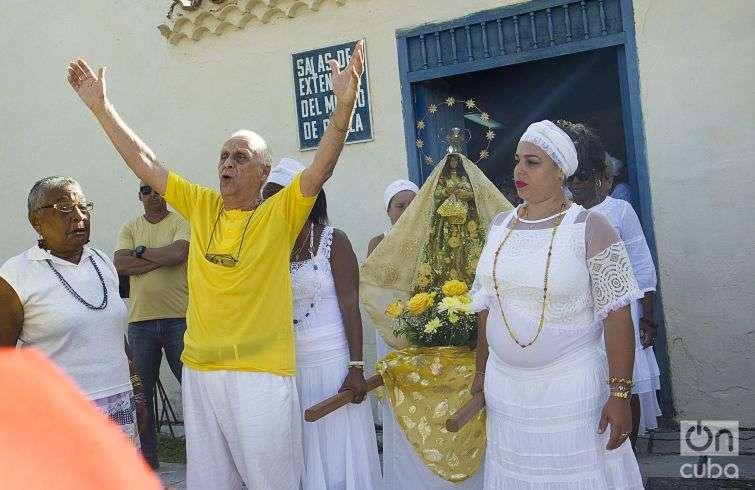 Angelito, one of the island's most respected Obba Oriaté. Photo: Yaniel Tolentino.