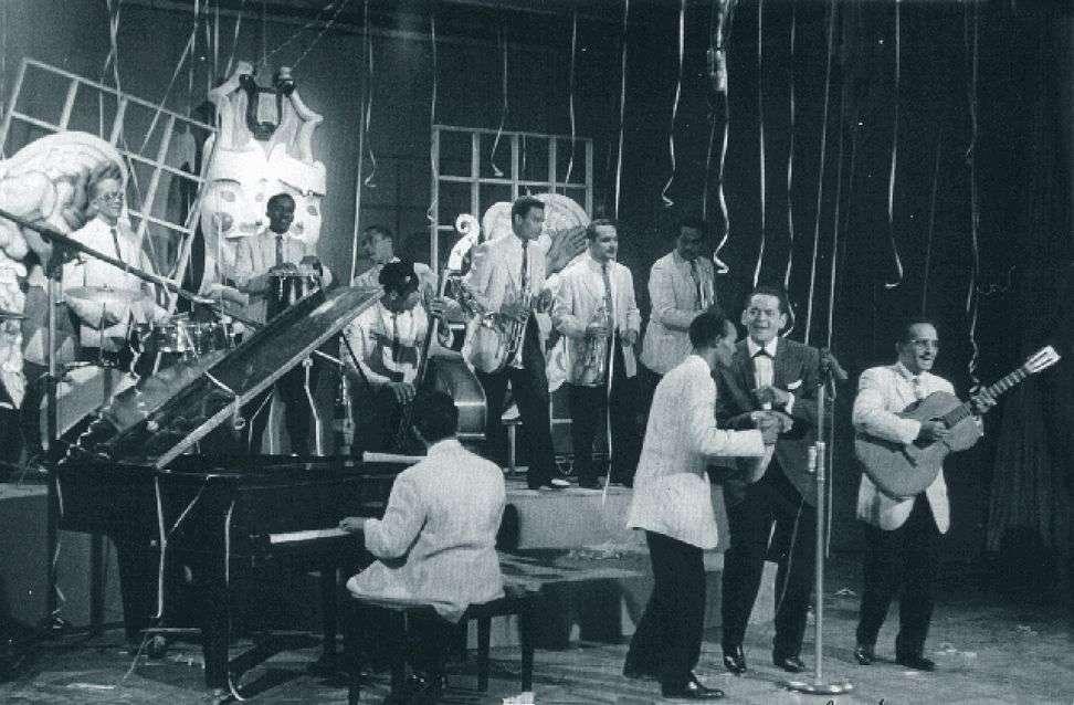 Un fin de año en la televisión nacional. Pacho Alonso y sus bocucos (1964). Cantan Pacho Alonso e Ibrahím Ferrer.
