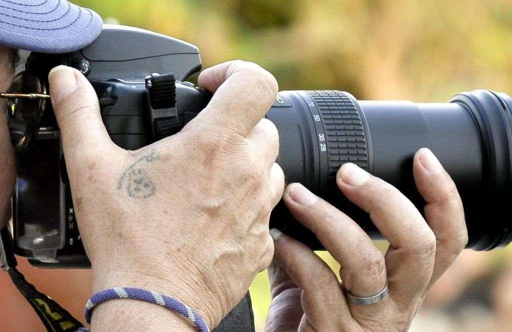 Es común ver a Silvio Rodríguez haciendo fotografías antes de subir a escena. También acostumbra a hacer una al final, para la que pide al público que salude a la cámara. Foto: Kaloian.