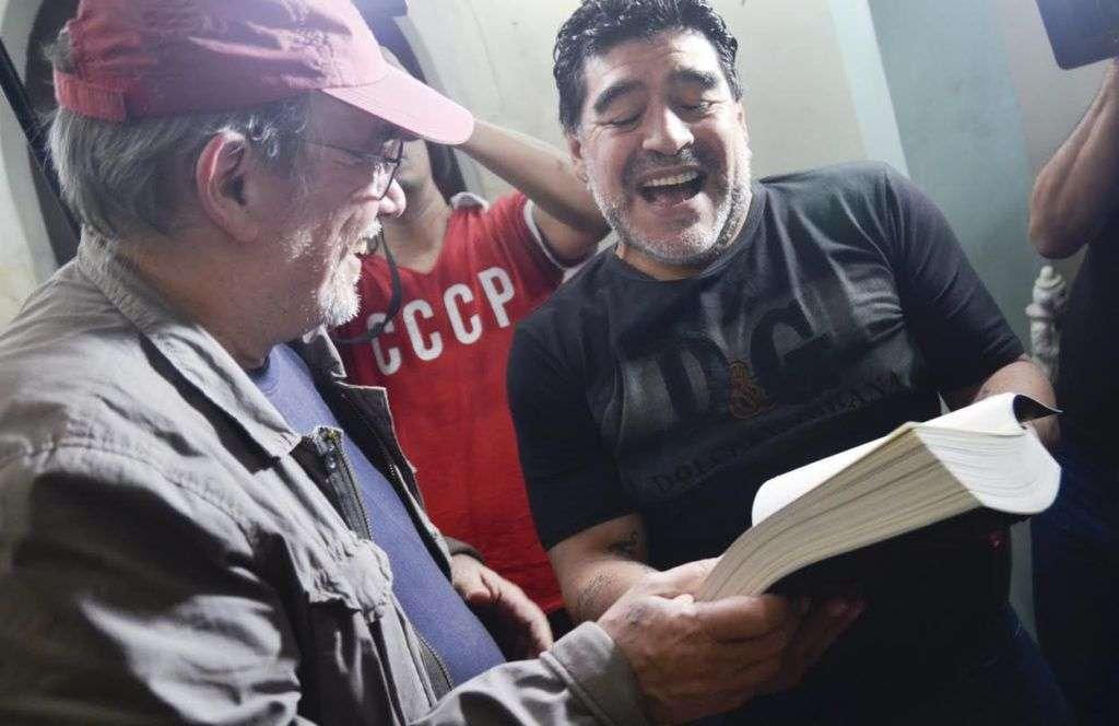 """""""A Diego Armando Maradona, del pésimo futbolista que lo admira, Silvio"""". Zamora, Marianao. A ese concierto asistieron también Víctor Hugo Morales y Cristian Castro. Foto: Kaloian."""