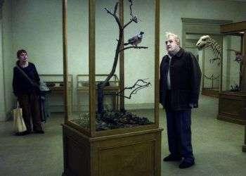 """""""Una paloma se posó sobre una rama a reflexionar sobre su existencia"""", del director Roy Andersson."""