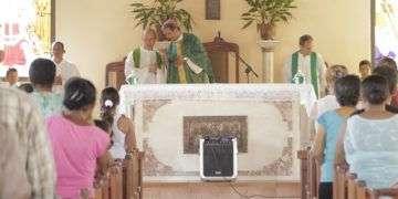La primera misa en Baracoa, después del paso de Matthew. Foto: Denise Guerra