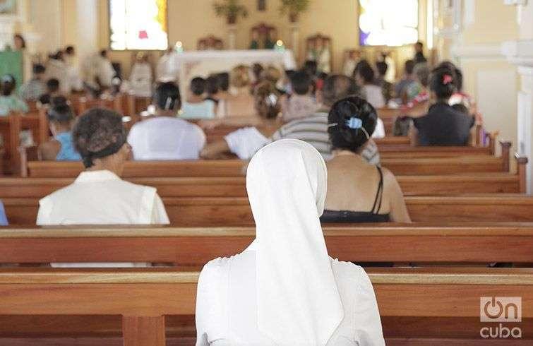 La primera misa en Baracoa después de Matthew. Foto Denise Guerra
