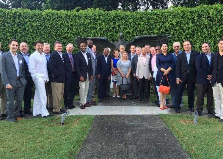 Sylvester Turner y su delegación junto a Jeffrey DeLaurentis en La Habana. Foto cortesía del entrevistado.