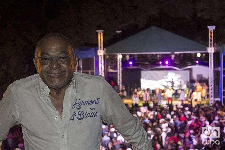 """César """"Pupy"""" Pedroso recibió el agasajo de sus colegas y del público el pasado domingo en La Tropical. Foto: Regino Sosa."""