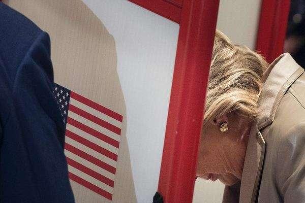 Clinton votando en Chappaqua, Nueva York.