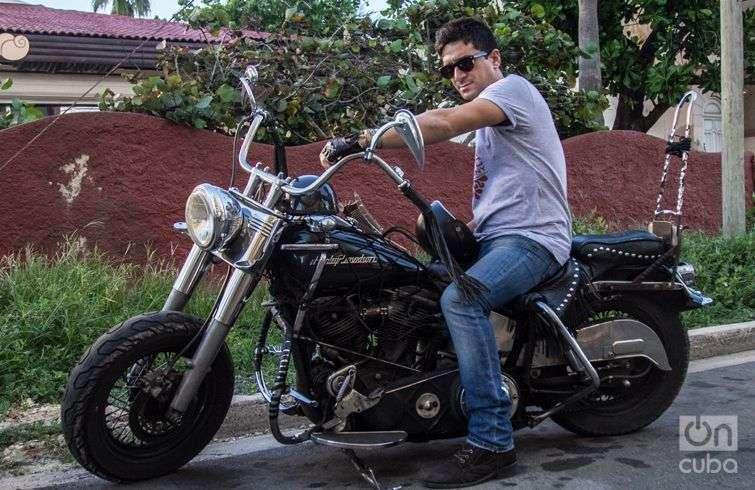 """""""¿La moto Harley? Mi libertad"""", dice David Blanco. Foto: Regino Sosa"""