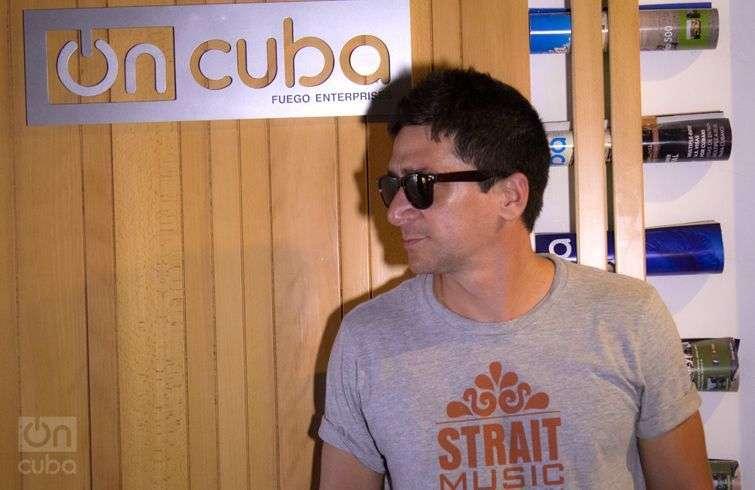 David Blanco en su visita a la corresponsalía de OnCuba en La Habana. Foto: Regino Sosa