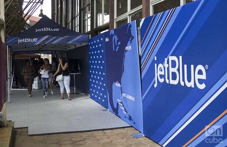 La aerolínea Jet Blue en Fihav. Foto: Regino Sosa.