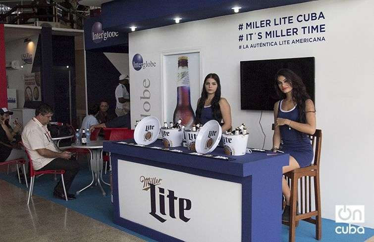 La cerveza Lite también en La Habana. Foto: Regino Sosa.