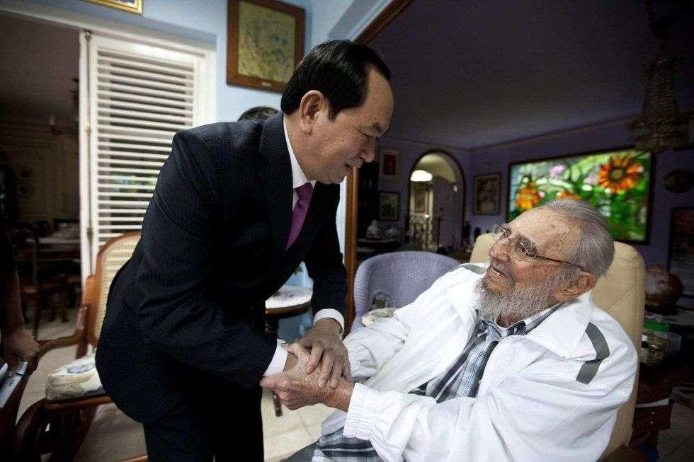 Fidel Castro recibió el pasado 15 de noviembre al presidente de Vietnam, Tran Dai Quang. Esta es una de las últimas imágenes del líder cubano antes de su muerte este 25 de noviembre. Foto: Alex Castro.