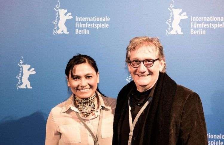 """El cineasta cubano Mario Crespo y la actriz Yordana Medrano, protagonista del filme """"Dauna. Lo que lleva el río""""."""