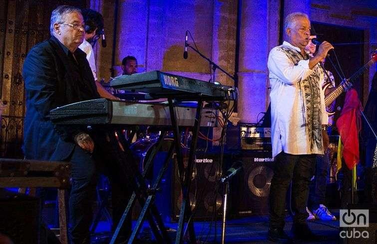 José María Vitier quiso celebrar junto a Síntesis, las cuatro décadas de la banda. Foto: Javier Jesús.