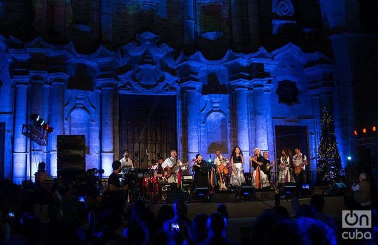 Síntesis celebró sus cuatro décadas con un concierto en la Plaza de la Catedral de La Habana. Foto: Javier Jesús.