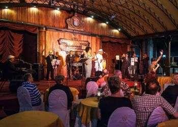 Leyendas.COM en una actuación en el Hotel Nacional de Cuba. Foto: Tomada del facebook de Cuban Old Music.