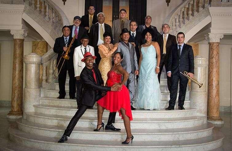 Leyenda.COM defiende una estética de los años 40, 50 y 60 en la Cuba del pasado siglo. Foto: Tomada del facebook de Cuban Old Music.