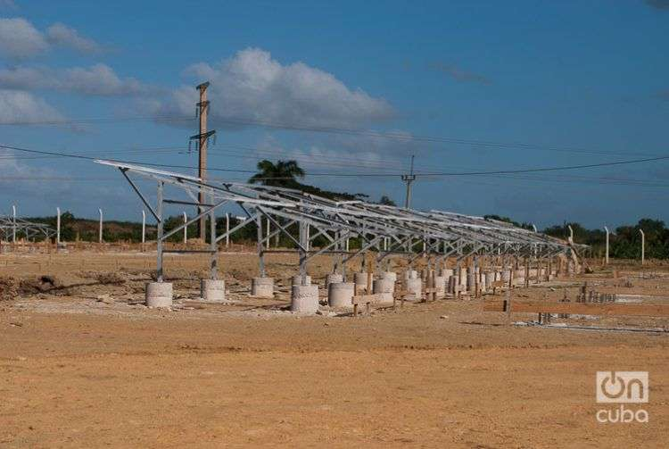 Paneles solares para la generación eléctrica en Cuba. Foto: Miguel Ángel Romero.