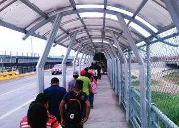 Cruce hacia los Estados Unidos por el puente Reynosa-Hidalgo-McAllen. Foto: noticiasreynosa.com.