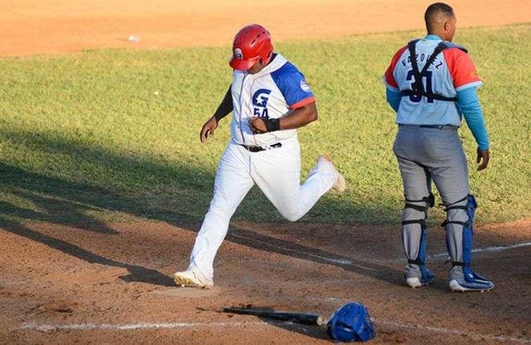 Alfredo Despaigne anotó la carrera decisiva del campeonato. Foto: Calixto N. Llanes / Juventud Rebelde.