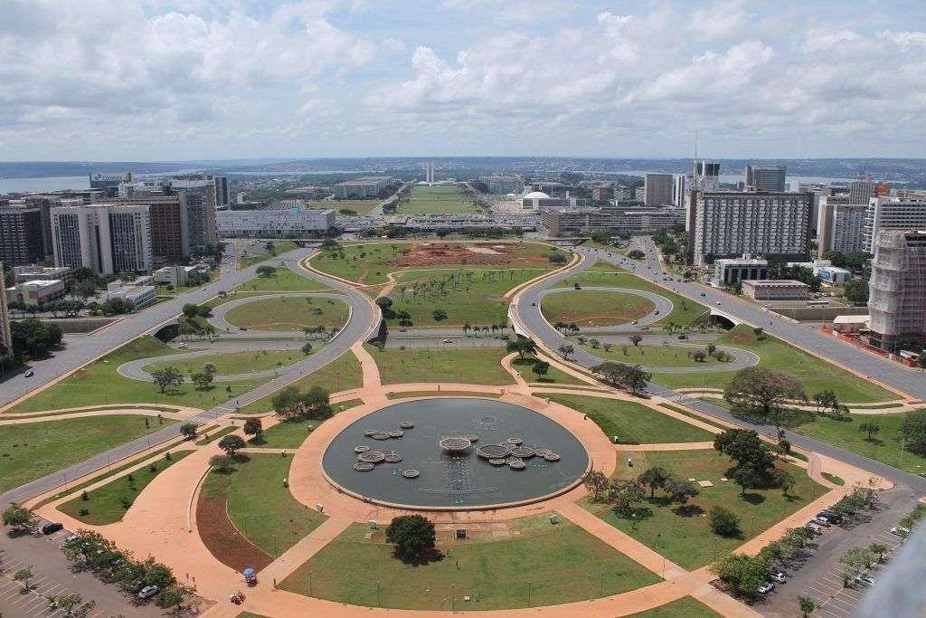 Brasilia, al igual que Washington D.C., San Petersburgo o Canberra, fue una urbe planificada y urbanizada con el fin expreso de convertirse en capital.
