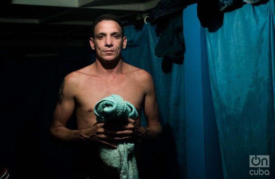 Carlos, el habanero que arrastra 19 intentos fallidos de ingreso a los Estados Unidos. Foto: Irina Dambrauskas.