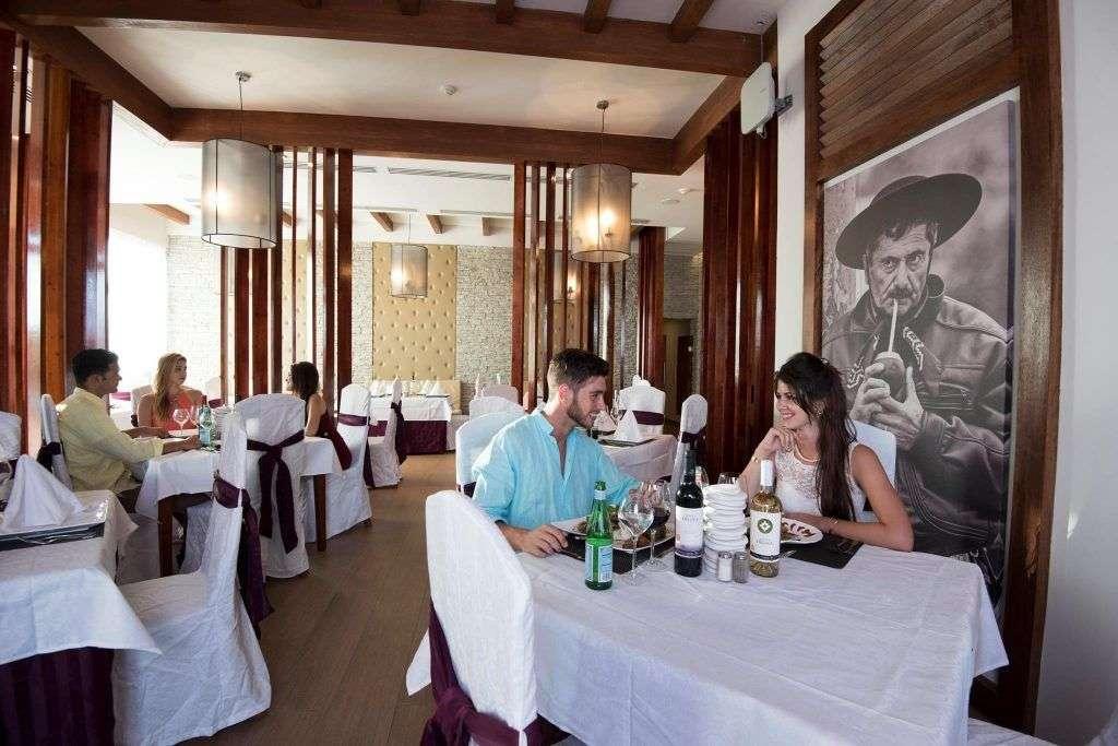 Restaurante El Gaucho, especializado en comida argentina. Plaza Las Morlas.