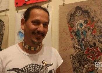Leo Canosa, artista fundador de La Marca, estudio galería de tatuajes en Cuba. Foto: Ismario Rodríguez.