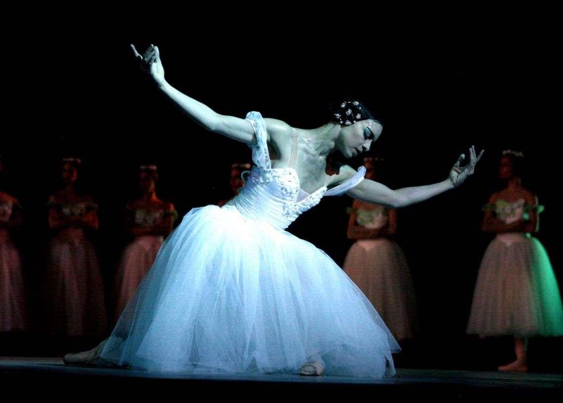 Escena de Giselle por el Ballet Nacional de Cuba. Foto tomada de Havana-Live.
