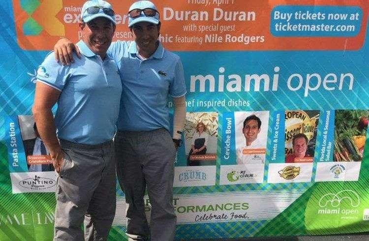 Alain Álvarez Legrá (a la derecha) con su hermano Ernesto en el Open de Miami 2016. Foto cortesía del entrevistado.
