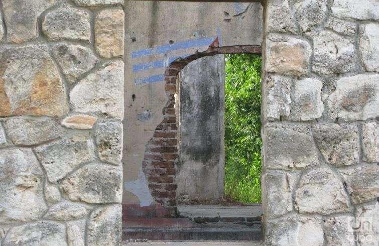 Antiguo-Barracón-para-trabajadores-del-central,-hoy-vivienda-improvisada-de-varias-familias-(1)
