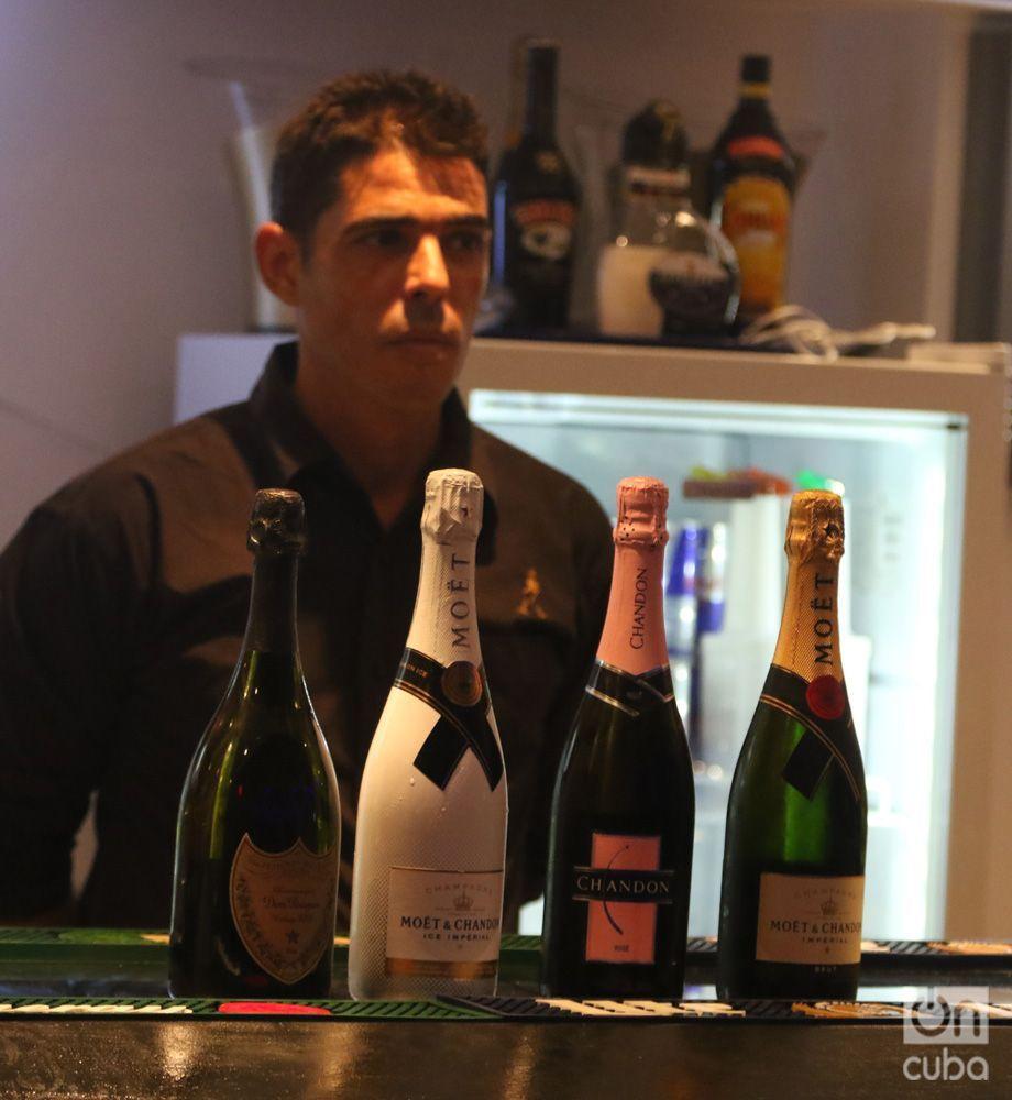 """Productos de LVMH en el Bar """"Mango"""", en La Habana. Foto: Ismario Rodríguez."""