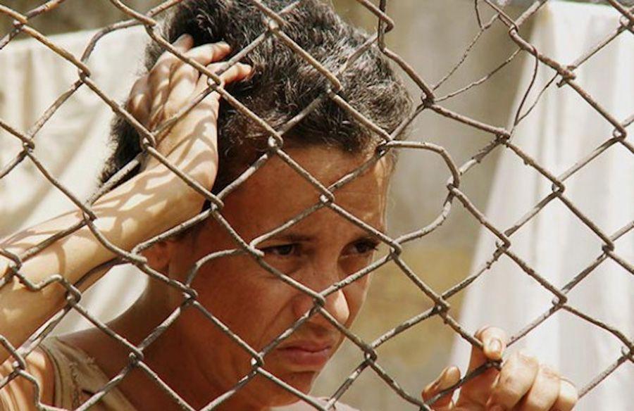 """Laura de la Uz en """"La pared de las palabras"""", de Fernando Pérez. Fotograma del filme."""