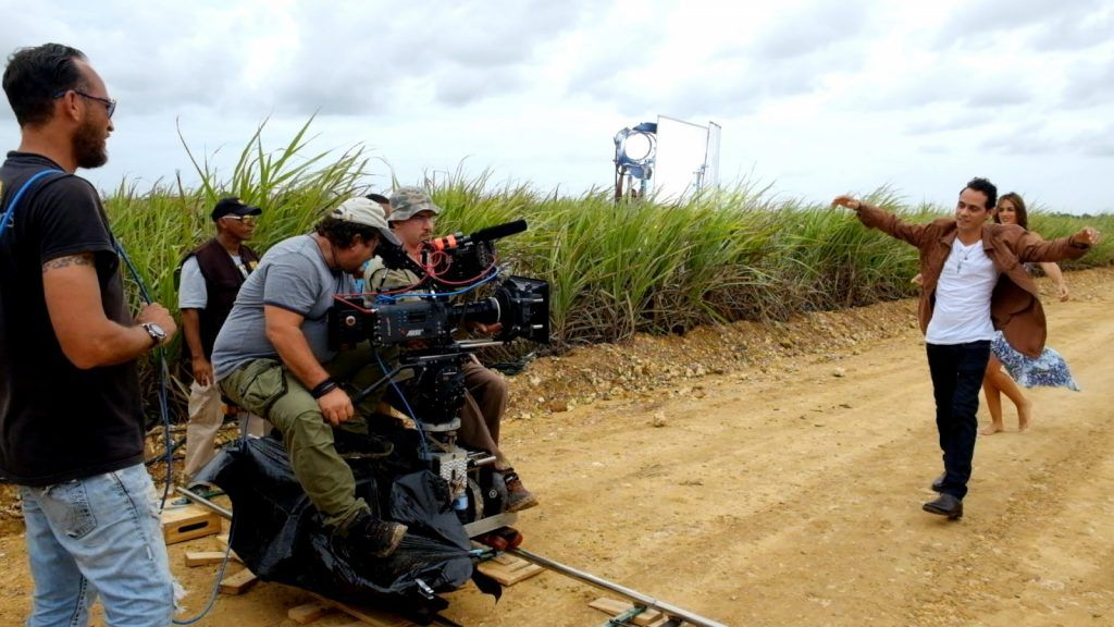 """Alejandro Pérez during the filming of the clip """"Flor pálida"""" interpreted by singer Marc Anthony. Photo: Taken from the artist's website."""