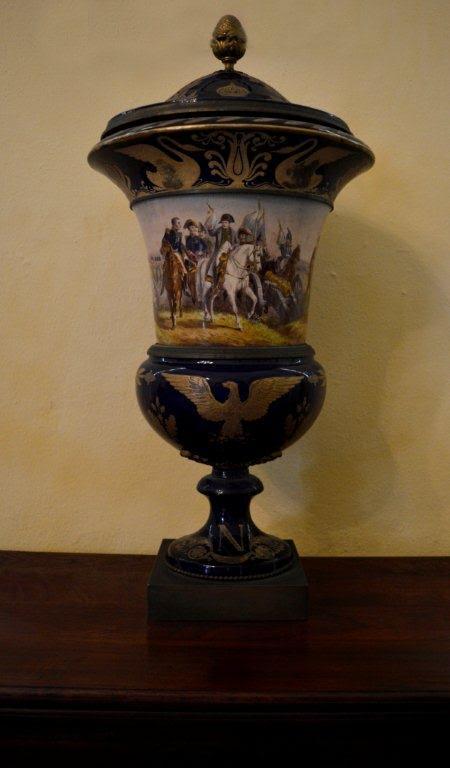 Un gran baso de porcelana con representaciones de la batalla de Jena. Se encuentra en exposición permanente en el Museo de Artes Decorativas de Santa Clara. Foto: Alexis Castañeda.