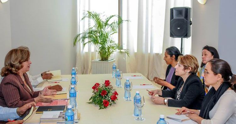 Maria GraziaGiammarinaro (to the right) during her meeting with Cuban Minister of Justice María Esther Reus (to the left). Photo: José Manuel Correa.