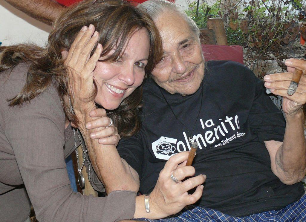 Liuba María Hevia y Teresita Fernández. Foto: Tomada de su página oficial en Facebook.