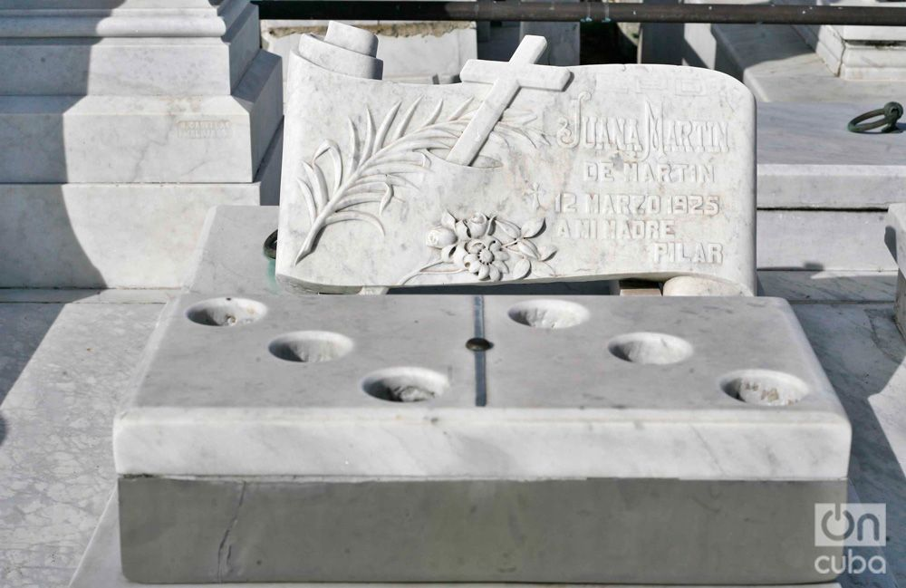 Tomb of Luisa Martín, fan of domino, dead in 1929 after an exciting game. Photo: Luis Gabriel.